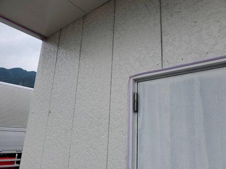 養老町、大垣市、平田町、南濃町、海津町、上石津町、輪之内町で外壁塗装工事中の外壁塗装工事専門店。養老町石畑で外壁塗装工事/外壁の下塗り作業中