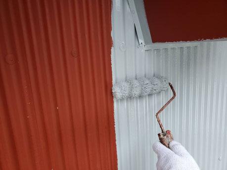 養老町、大垣市、平田町、南濃町、海津町、上石津町、輪之内町で外壁塗装工事中の外壁塗装工事専門店。養老町一色で外壁塗装工事/中塗り作業中