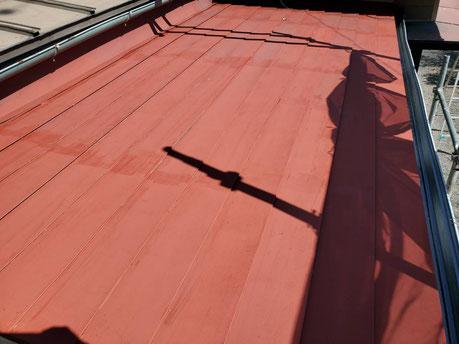 養老町、大垣市、平田町、南濃町、海津町、上石津町、輪之内町で屋根塗装工事中の屋根塗装工事専門店。養老町柏尾で屋根塗装工事/下塗り作業中