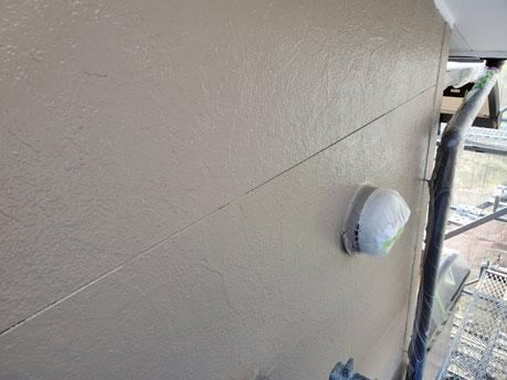 養老町、大垣市、平田町、南濃町、海津町、上石津町、輪之内町で外壁塗装工事中の外壁塗装工事専門店。養老町一色で外壁塗装工事/外壁の中塗り作業中