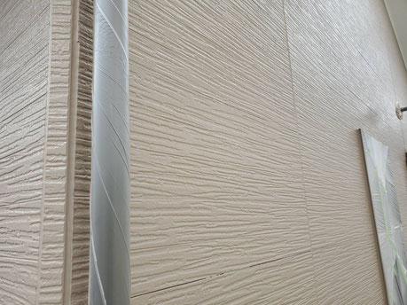養老町、大垣市、平田町、南濃町、海津町、上石津町、輪之内町で外壁塗装工事中の外壁塗装工事専門店。養老町下笠で外壁塗装工事/外壁の中塗り作業中