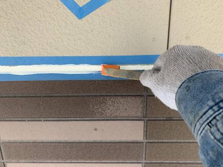 養老町、大垣市、平田町、南濃町、海津町、上石津町、輪之内町で外壁塗装工事中の外壁塗装工事専門店。養老町鷲巣で外壁塗装工事/シーリング打ち作業中
