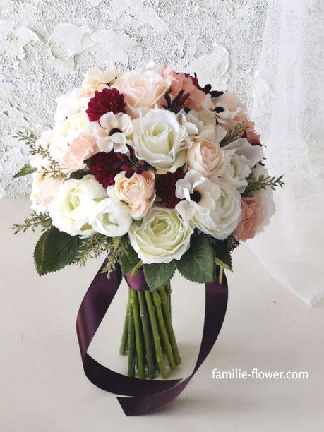 白バラとアネモネのクラッチブーケ