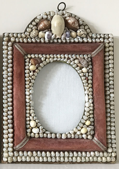 A pair of souvenir ware shell wall hanging picture frames