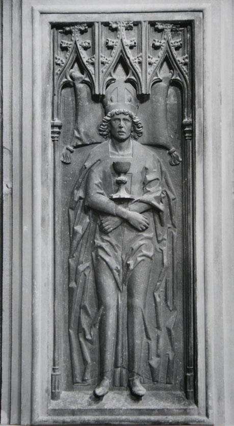 Grabplatte vor der Gotthardkapelle des Mainzer Doms