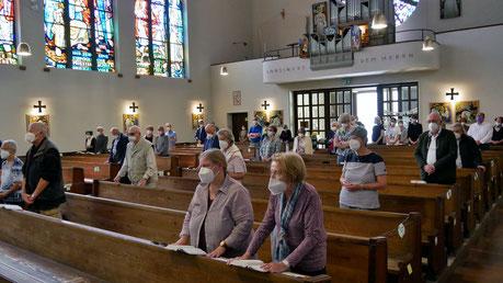 Ab 10.Juni glit die 1m Abstandsregel und Singen in Gottesdiensten ist wieder möglich. Foto von der Sonntagsmesse am 13.Juni.