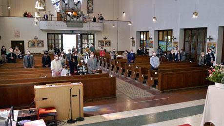 Bei der Familienmesse am sechsten Sonntag nach Ostern war die Kirche mit 38 Besuchern fast voll, da nur in jeder dritten Bank 2 Leute (oder Gruppen aus dem selben Haushalt) sitzen durften.
