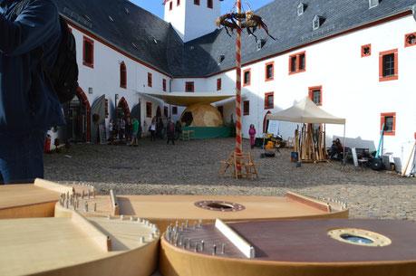 Bild: A. Quermann- Inhalt:  Campana Festival mit Präsentationsständen Schloss Rochsburg 2020