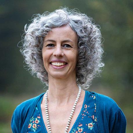 Michaela Hagendorf, Inhaberin SURYANI Niederrohrdorf, Tibetische Massage, Körper- Klang- und Energiearbeit, Naturkosmetik