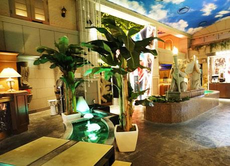 愛知県ホテル広いロビーに