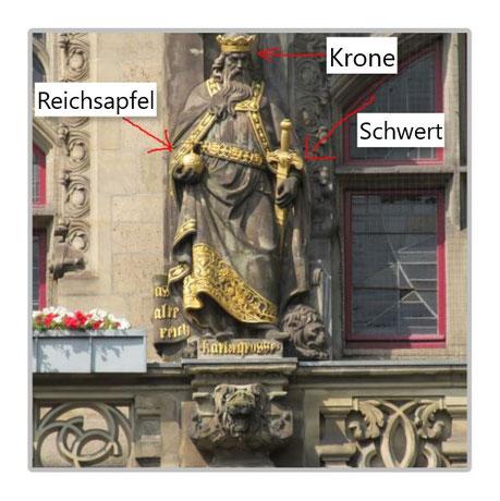 Krone, reichsapfel und Schwert - die drei Insignien der mittelalterlichen Macht sind in einer Statue vereint.