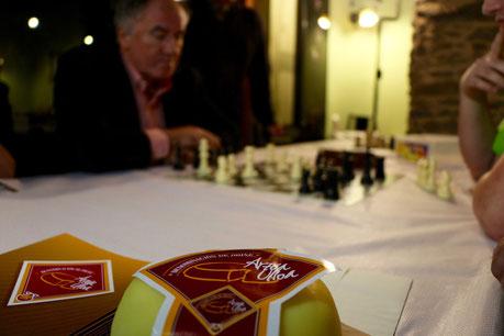 El Gran Maestro de Ajedrez Aleksa Strikovic jugando en el Torneo Keixo de Arzúa 2015
