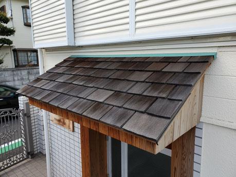 シダーシェイク・・・手割りの柾目板 樹齢300年以上の実生のウェスタン・レッド・シダーから加工した屋根葺き材で水下で板厚18mmと24mm。