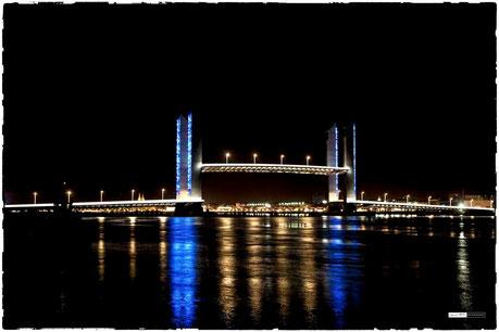 Bordeaux Pont chaban Delamas levé de nuit en bleu