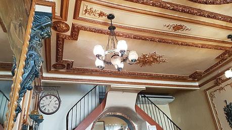 Bernard Legros artiste peintre expose au café de la Loge à Salse le Château