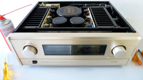 Accuphase E 305