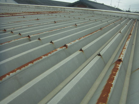 金属・鉄製・折板屋根の錆劣化状況。