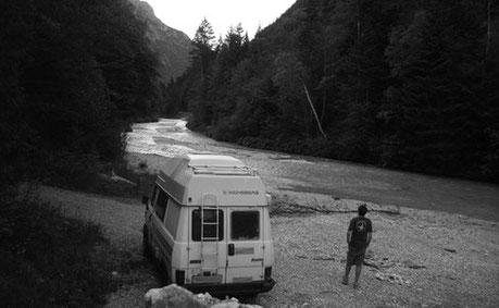Camper Fluss Natur Urlaub Reisen Aussteiger Freiheit