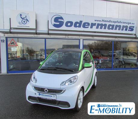behindertengerechter Smart Fortwo Electric Drive Selbstfahrerumbau, MFD, Handgerät, Sodermanns