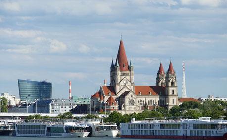 Flusskreuzfahrtschiffe Wien