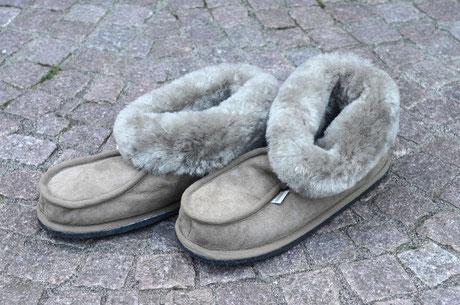Pantoffel, grau