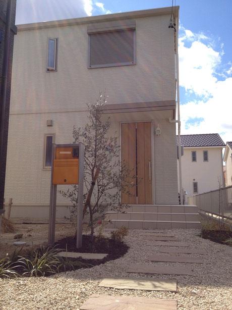 守山区 機能門柱と自然素材を使ったナチュラルな外構施工事例