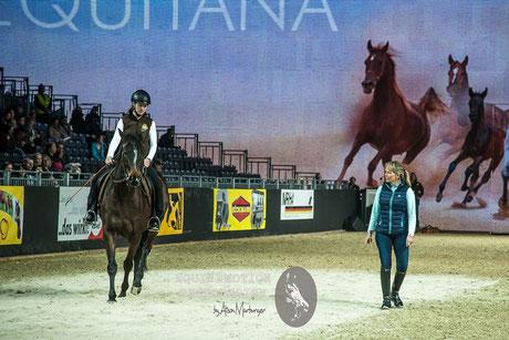 Im Großen Ring zeigt Linda Parelli, dass gute Horsemanship nicht nur etwas für Western- oder Freizeitreiter ist
