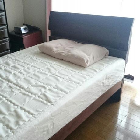 マニフレックス「T75」のマットレスとオーダーメイド枕と人気の木製ベッド / スリープキューブ和多屋