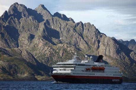 MS Nordkapp auf dem Weg nach Norden