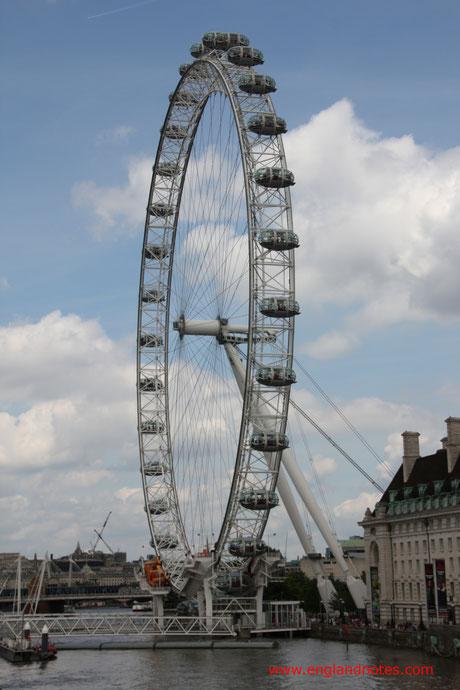 15 Dinge, die man im Urlaub in London tun sollte: Das London Eye an der Themse