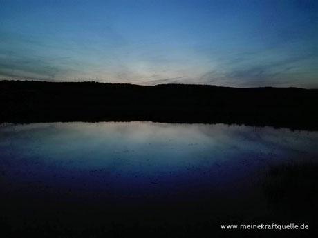 See in Mondnacht, Gruselsee, magischer See, magische Vollmondnacht, Kraftquelle