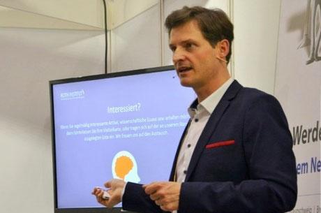 Sebastian Herbst während eines Vortrags
