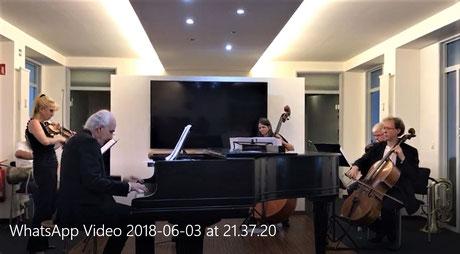 """TCO beim Abschlussvortrag: Der Satz """"Frühling"""" aus Betin Günes' neuem Violinkonzert - Solistin: Zsuzsa Debre"""