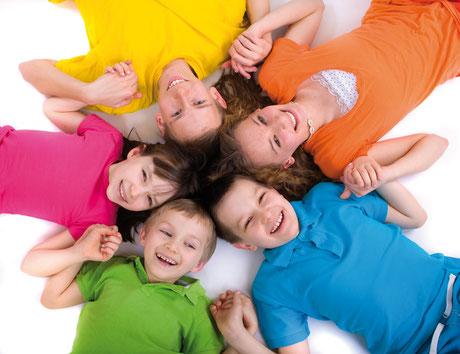 Glückliche Kinder: Kiwanis setzt sich für Kinder und Jugendliche ein