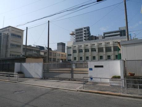 大阪市立堀江中学校(650m)