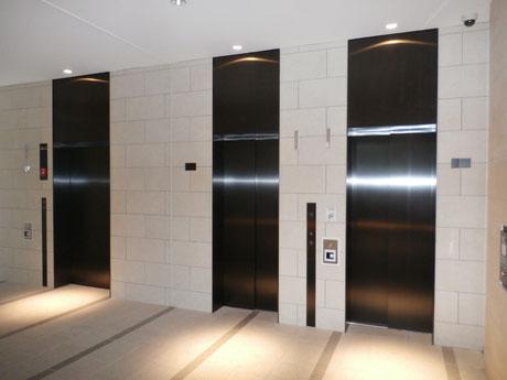 セキュリティ付きエレベーター
