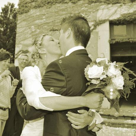 photographe-mariage-chambery-savoie-couple-sortie-eglise