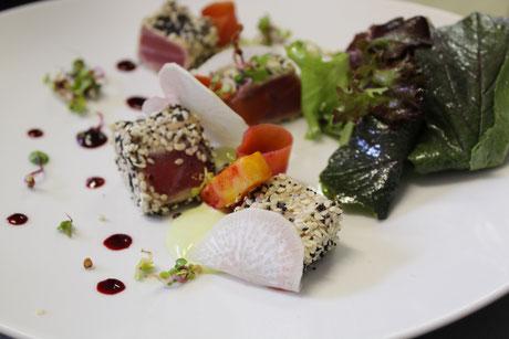 L'Ecluse, restaurant gastronomique à Amboise Val de Loire - Carpaccio de magret de canard, roulés de courgette au chèvre frais et chips de pain d'épices
