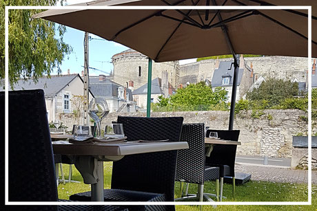 L'Ecluse, restaurant gastronomique à Amboise Val de Loire - Une terrasse en herbe unique pour savourer une cuisine de terroir et de saison