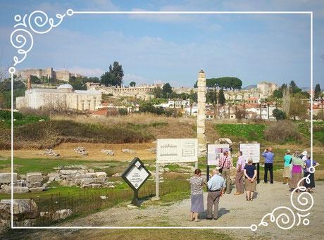Säule des Artemis Tempels, Isa Bey Moschee und Johannes Basilika Selcuk Türkei