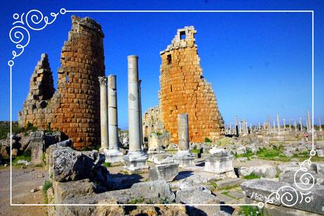 Die antike Stadt Perge (griechisch Πέργη, hethitisch Parḫa.
