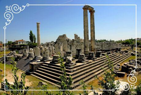 Didyma (heute Didim in der Türkei) war ein antikes Heiligtum im Westen Kleinasiens mit einer bedeutenden Orakelstätte des Gottes Apollon.