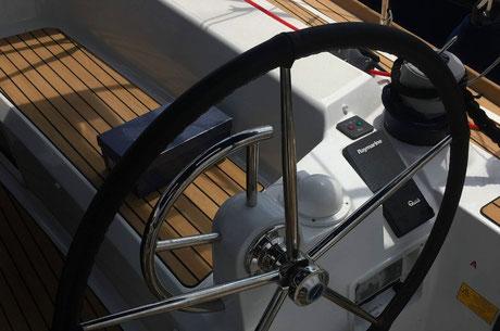 confection assise cuir bateau, réparation protection soleil bateau