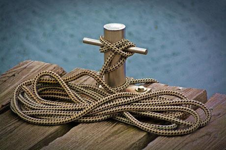 training mise à l'eau bateau toulon, skipper formateur bateau, découverte bateau var