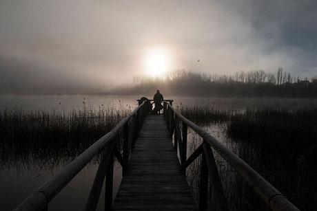 fotografía de paisajes, paisaje, Cuenca, Laguna de Uña, invierno, amanecer, sunset, pier, embarcadero, silueta, niebla, fog