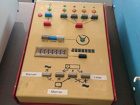 Die komplexen Bedienelemente für die einzelen Geräte.