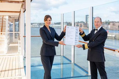 HANSEATIC inspiration erhält als erstes Kreuzfahrtschiff das Hygiene Zertifikat von SGS INSTITUT FRESENIUS
