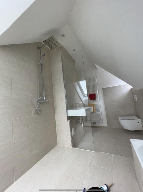 Badezimmer nach Badsanierung wo vorher Küche war.
