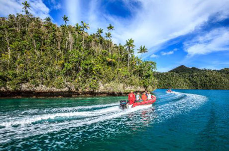 Small boat ride in Raja Ampat, Indonesia - ©Pindito