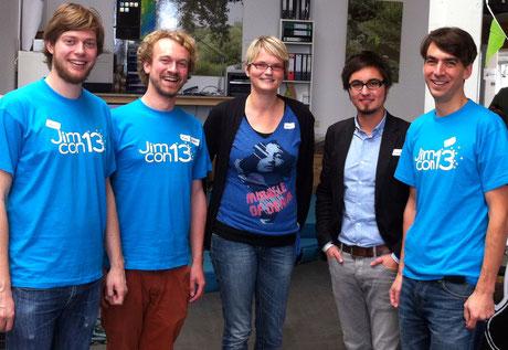 Die Jimdo-Gründer Christian Springub, Fridtjof Detzner und Matthias Henze mit Dörte Herfarth und Andreas Warmbein.